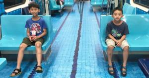 地下鉄の中がプールに!?でも泳げません!