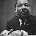 キング牧師の言説が予言となり、トランプ大統領、極右の台頭が現実となった。これに抵抗するアーティストたち。