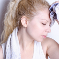 シンプルに素早く顔汗を抑える方法まとめ