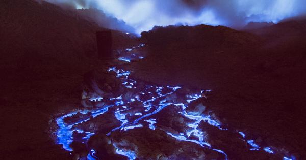 幻想的で美しい青い火山・・・イジェン火山|場所はインドネシア