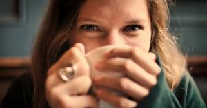 シミそばかすの原因紫外線の季節到来!!コーヒーを飲むことでシミ予防に!?コーヒーの成分「クロロゲン酸」がメラニン増加を防ぐ!