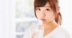 【水を一日2リットル飲むとよい】はウソ?体に毒?