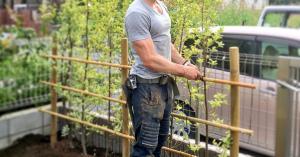 【画像大量】イケメンすぎる庭師に日本の人妻たちがメロメロに!