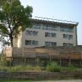 【怖い話】心霊スポットの隣に建ってる学校の話