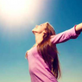 幸せな気分にしてくれるホルモン「セロトニン」を手軽に増やす方法