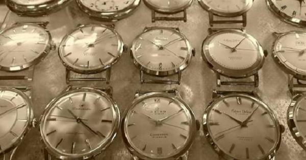 のんびり眺めるシリーズ 『古い時計』と『時計屋さん』です。