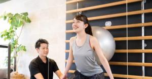 バランスボールダイエットの効果は?バランスボールで二の腕や下半身を引き締める方法