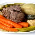 家庭的でおいしい鍋料理のポトフ