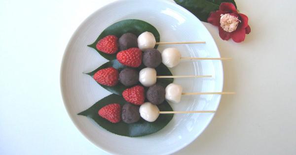 小豆粒餡を手づくり→白玉+イチゴのオリジナルレシピ!