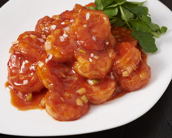 「キムチの素」を使ってエビのチリソース煮