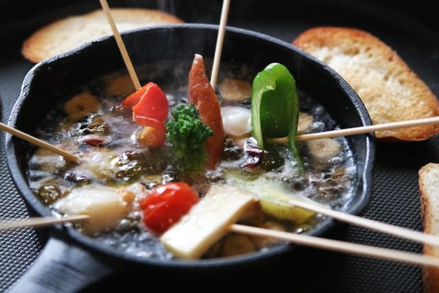 【週末シェフレシピ】野菜が楽しく食べられるパーティー向けアヒージョ