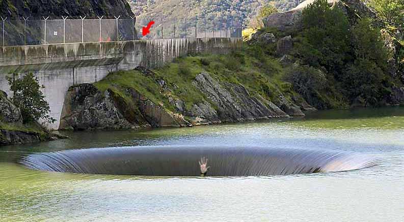 ダムの心霊写真