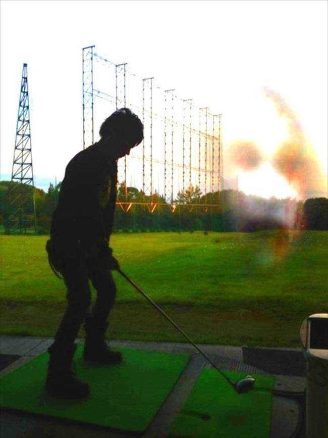 ゴルフ練習場の不気味な顔