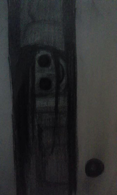 襖の隙間から覗く顔