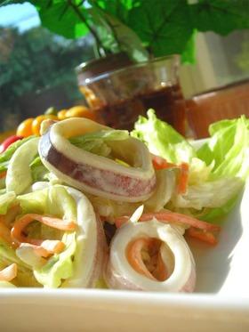 お惣菜屋さんのイカサラダ