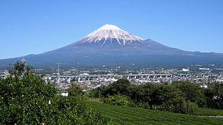 富士山とは