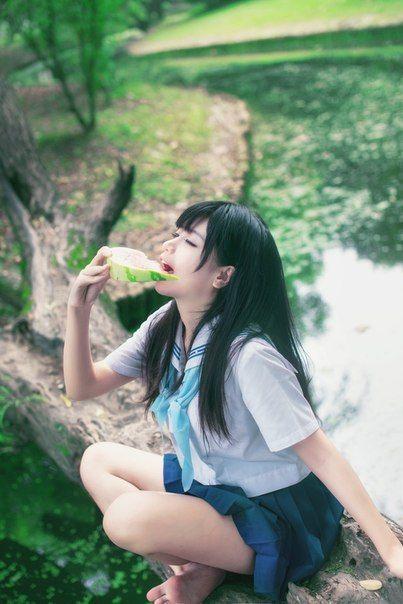 何か食べてる