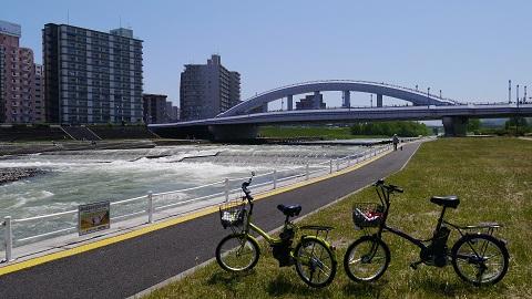 豊平川と豊平川のサイクリングロード
