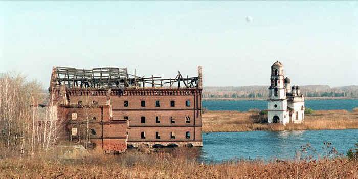 「マヤーク核施設」では、放射性廃棄物を湖に流していた。