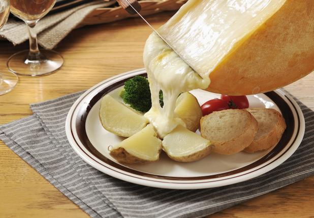 花畑牧場 ラクレットチーズ ハーフ 約2.3kg 価格 9,750円 (税込 10,530 円)