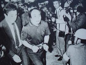 昭和58年6月13日、戸塚ヨットスクール校長の戸塚宏(当時41歳) と同校のコーチら15人が傷害致死罪等で逮捕された。