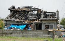 継母と異母弟妹が焼死した。父は仕事の都合で自宅に不在だった