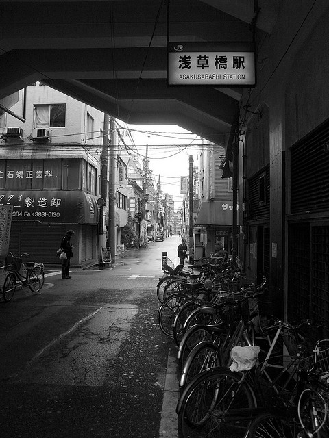 浅草橋駅は犯行グループ約120人に放火された