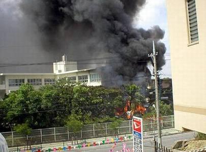 2004年8月13日に在日米軍(アメリカ海兵隊)のヘリコプターが沖縄国際大学に墜落した