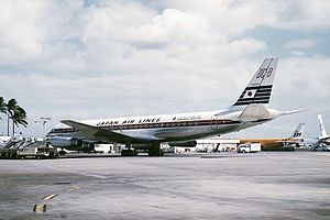 事故機のJA8033(旧塗装 1969年 ホノルル国際空港において撮影)