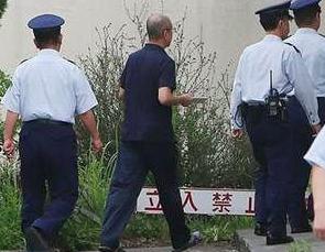 富山拘置所から釈放される被告