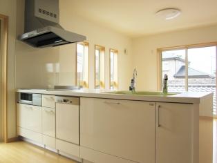 料理をする人なら絶対抑えておきたいポイントですね。 キッチンが狭いお部屋を借りてしまったら、料理をしなくなって食費がかさむこともあるので注意。