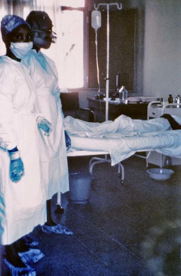 左側の看護師2人共死亡