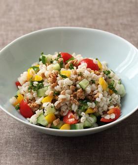 大豆のお肉と押麦のライスサラダ