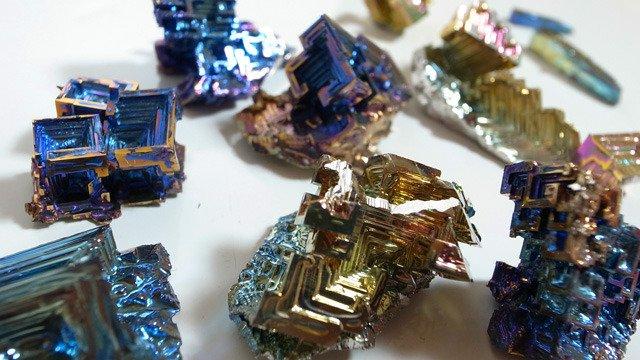 美しい元素の芸術☆ビスマス鉱石