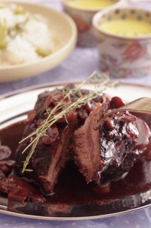 おうちでお店の味♪牛ほほ肉の赤ワイン煮込み。