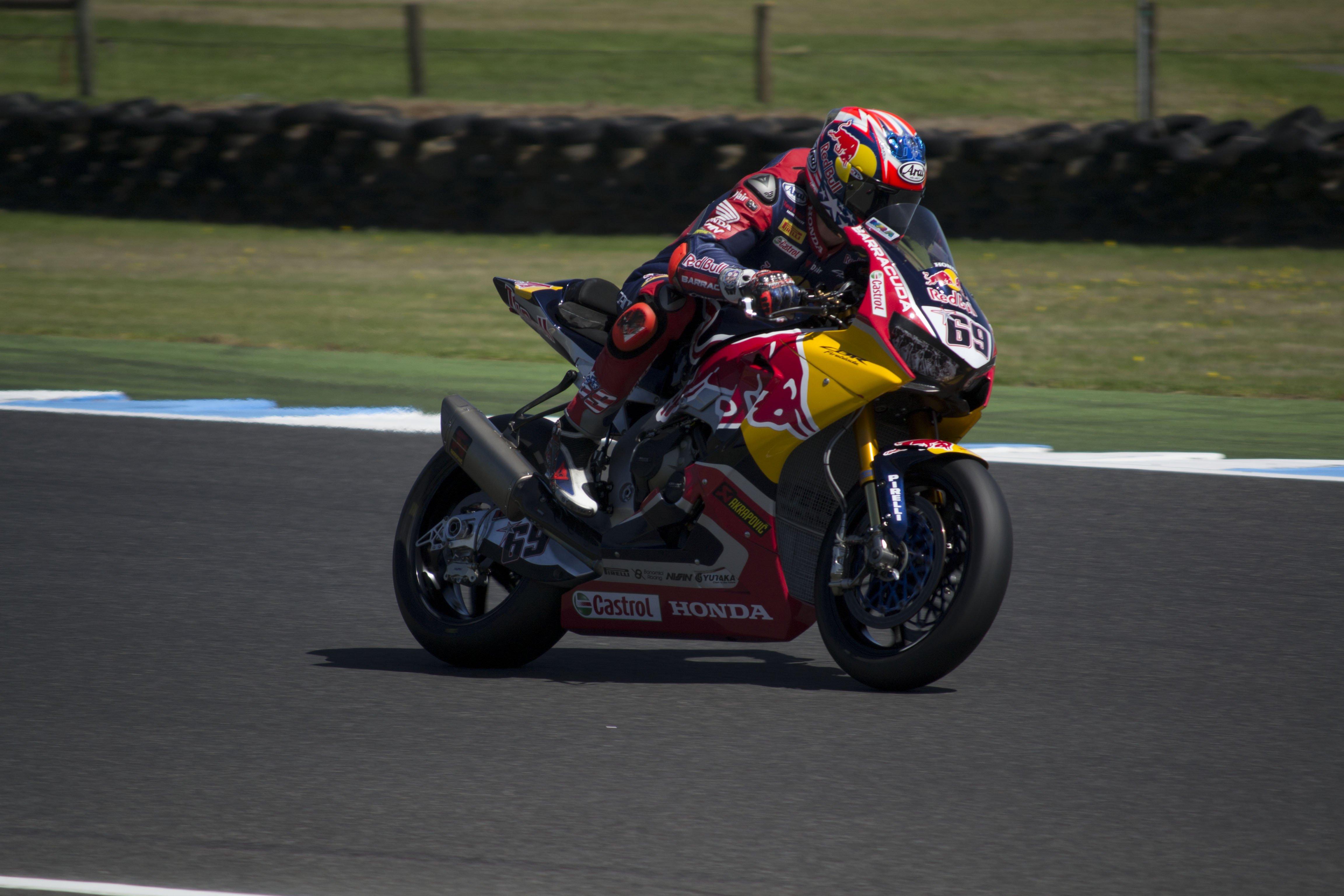 スーパーバイク世界選手権に活躍の場を移す
