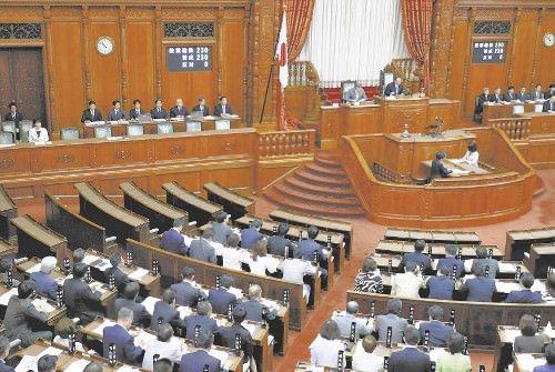 改正公職選挙法が全会一致で可決、成立した参院本会議(17日午前、国会で)