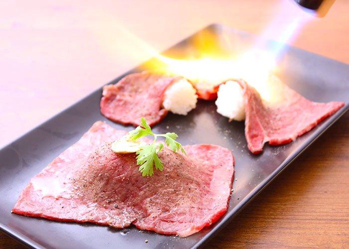 極上炙り肉寿司にトリュフが付いてくる!