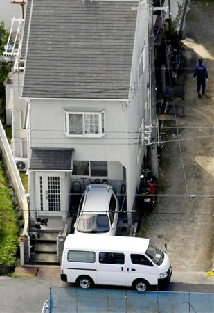 警察官の父親が16歳の二女に殺害された自宅=18日午後2時22分、京都府京田辺市で共同通信社ヘリから
