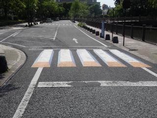 静岡県静岡市葵区「3D横断歩道」