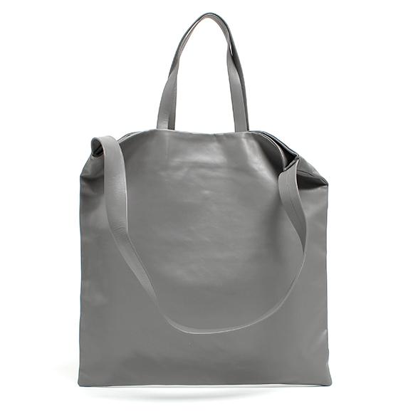 キップレザーを使用したバッグ
