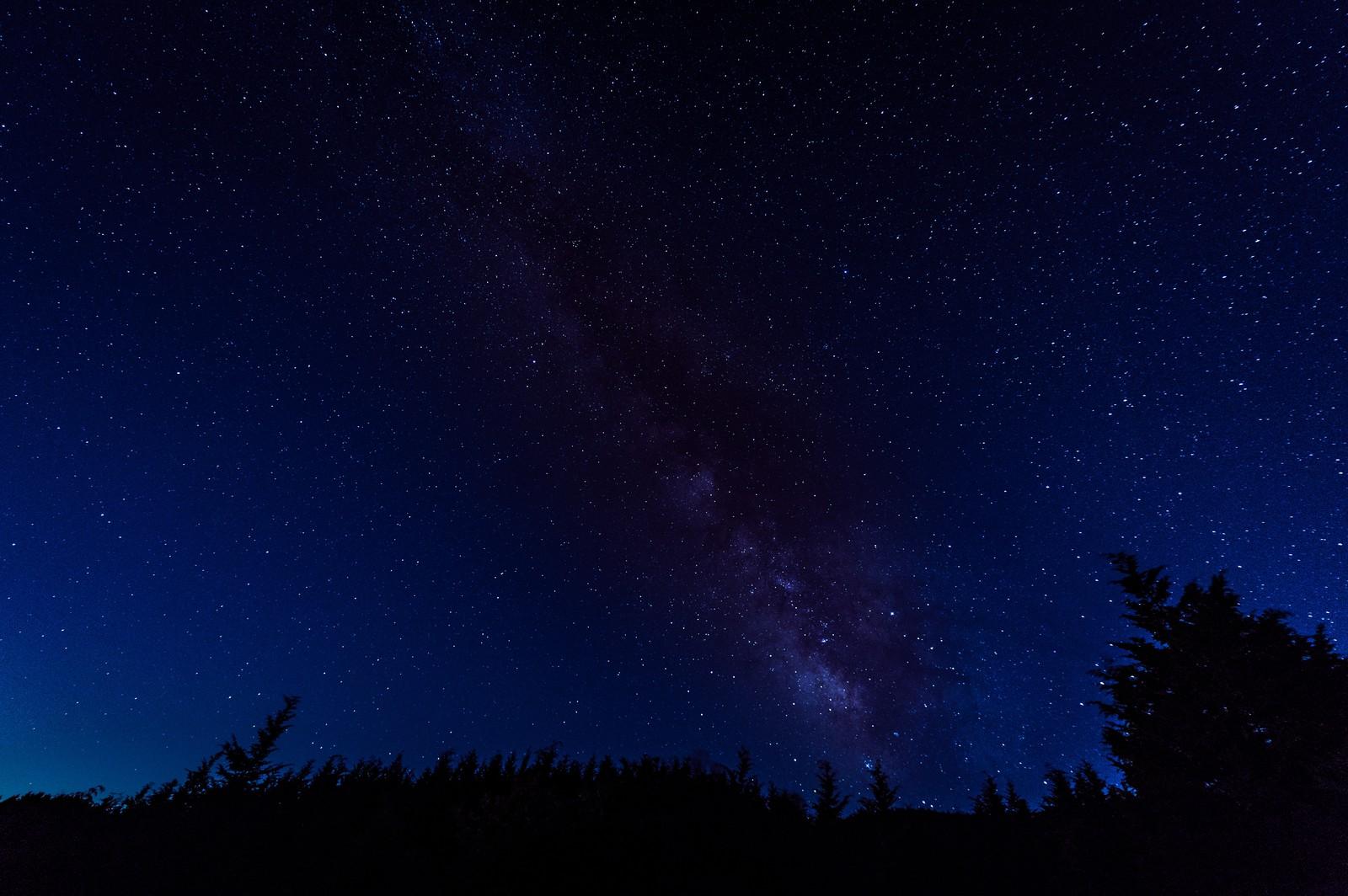 ネイビーな夜空 群青色の空