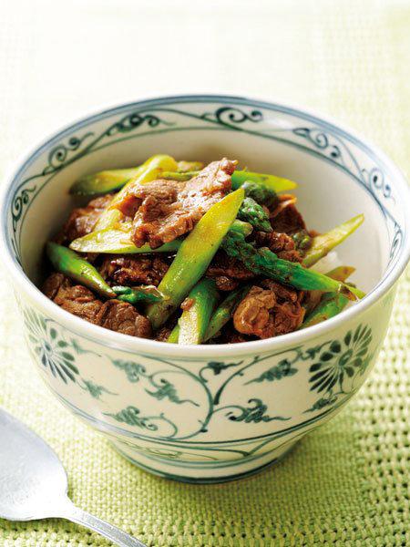 牛肉とアスパラガスの豆板醤炒め丼