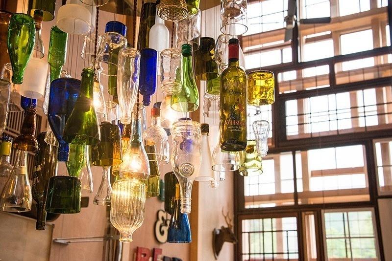 リサイクルボトルで作ったシャンデリア
