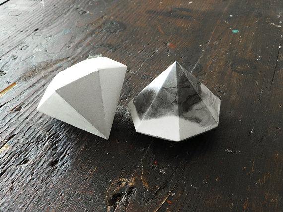 ダイヤモンドの形をしたアート